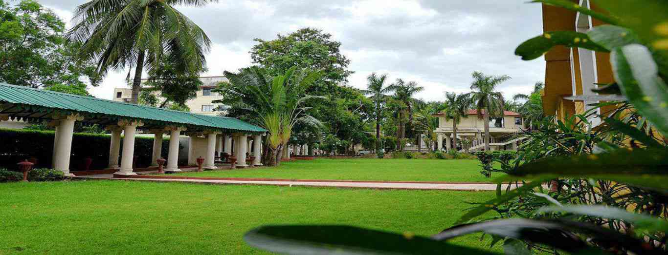 Luxury business conference hotels in west bengal for Resorts in santiniketan with swimming pool