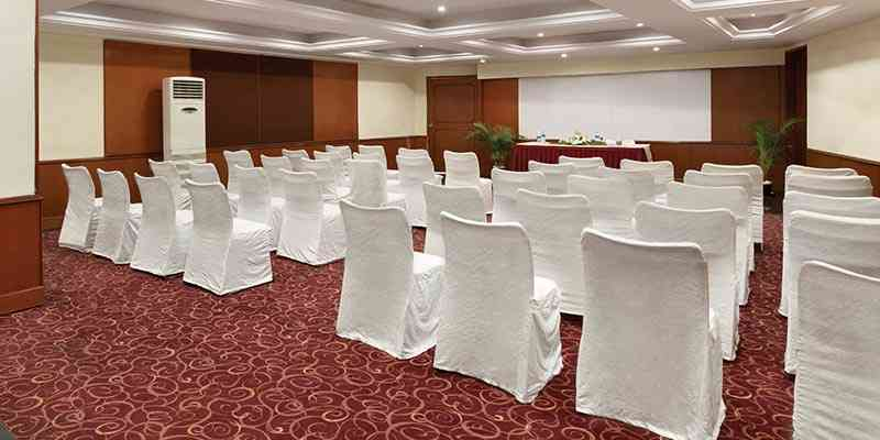 Golden Tulip Meeting Room